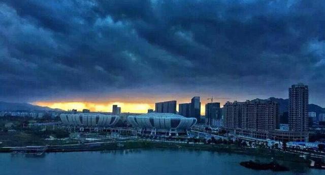 """台风红色预警:今日12时""""灿鸿""""距温岭约430公里"""