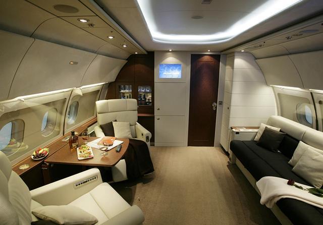 兴哪几个富豪有私人飞机 胡润这个报告有意思