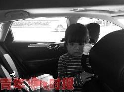 车里传来阵阵哭声 妈妈为面试竟将女儿锁车里