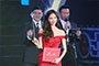 林志玲身着红礼服小露香肩 头戴皇冠女神范儿十足