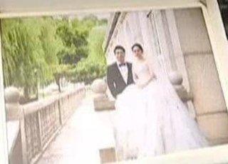 新婚夫妻拍了婚纱照 收到黑白照片