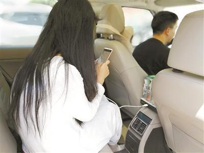 杭城出租车上的小超市升级了 打车还能充电照明