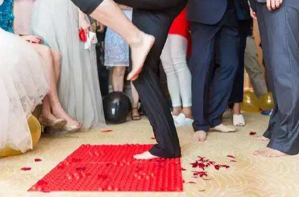 这些迎亲堵门神道具 让你的婚礼嗨到爆