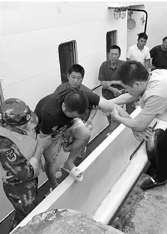 舟山嵊泗一渔船倾覆 8人下落不明