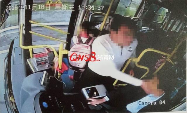 男子因听不懂宁波方言手掐公交司机脖子 被判3年
