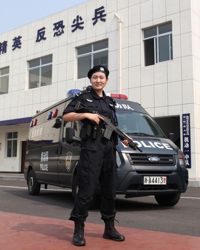女警���9�����:`kz`a���_去年下半年,沈晓芳申请加入余杭公安分局ptu一中队,成为一名ptu女警.