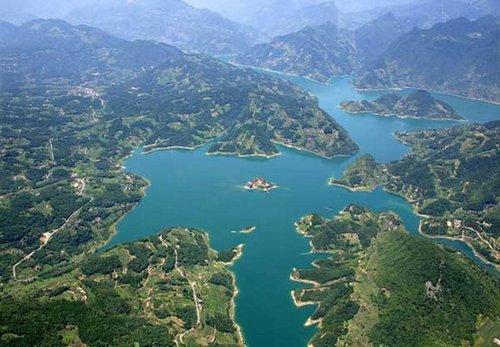 旅游 美景秀 正文  湖北省宜昌市长阳清江画廊景区位于三峡?