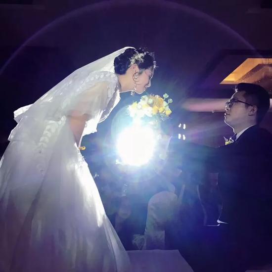 小伙结婚当晚 记者姐姐写923字长信刷爆朋友圈