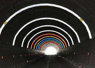 金华九峰隧道变身彩虹隧道
