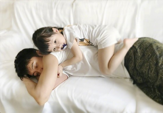 张丹峰晒与女儿的日常 太暖心啦