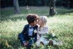 摄影师为孩子拍结婚照