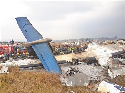 客机坠毁尼泊尔机场 已造成至少49人遇难