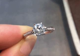 表达爱的礼物有很多 但娶她的礼物只有一个