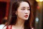 李沁红裙现玲珑身材