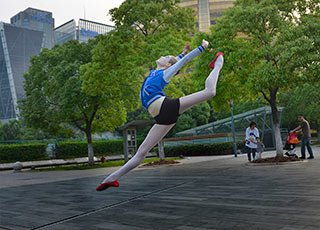 乌克兰小美女杭州街头秀芭蕾