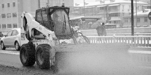 杭城出动4万人 通宵清除积雪 早高峰不见拥堵