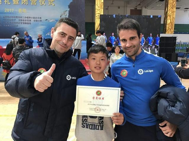 厉害了 金华一所小学的学生踢足球踢出国门