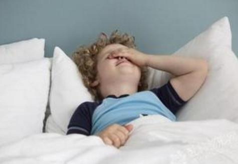 """宝宝是""""起床困难户"""" 父母应该如何应对?"""