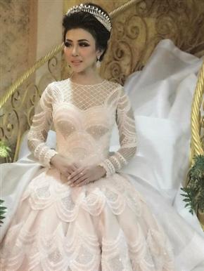 印尼新娘穿灰姑娘婚纱获千万点赞