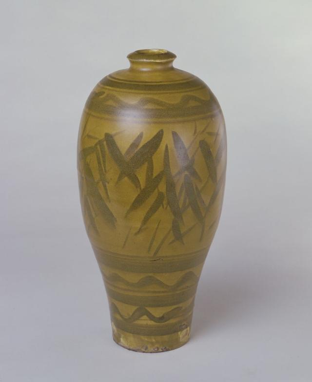 黄釉黑彩竹纹瓶