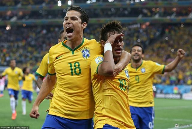 巴西世界杯日本裁判_吐槽帝:内马尔一战超梅西八年 _世界杯_腾讯网