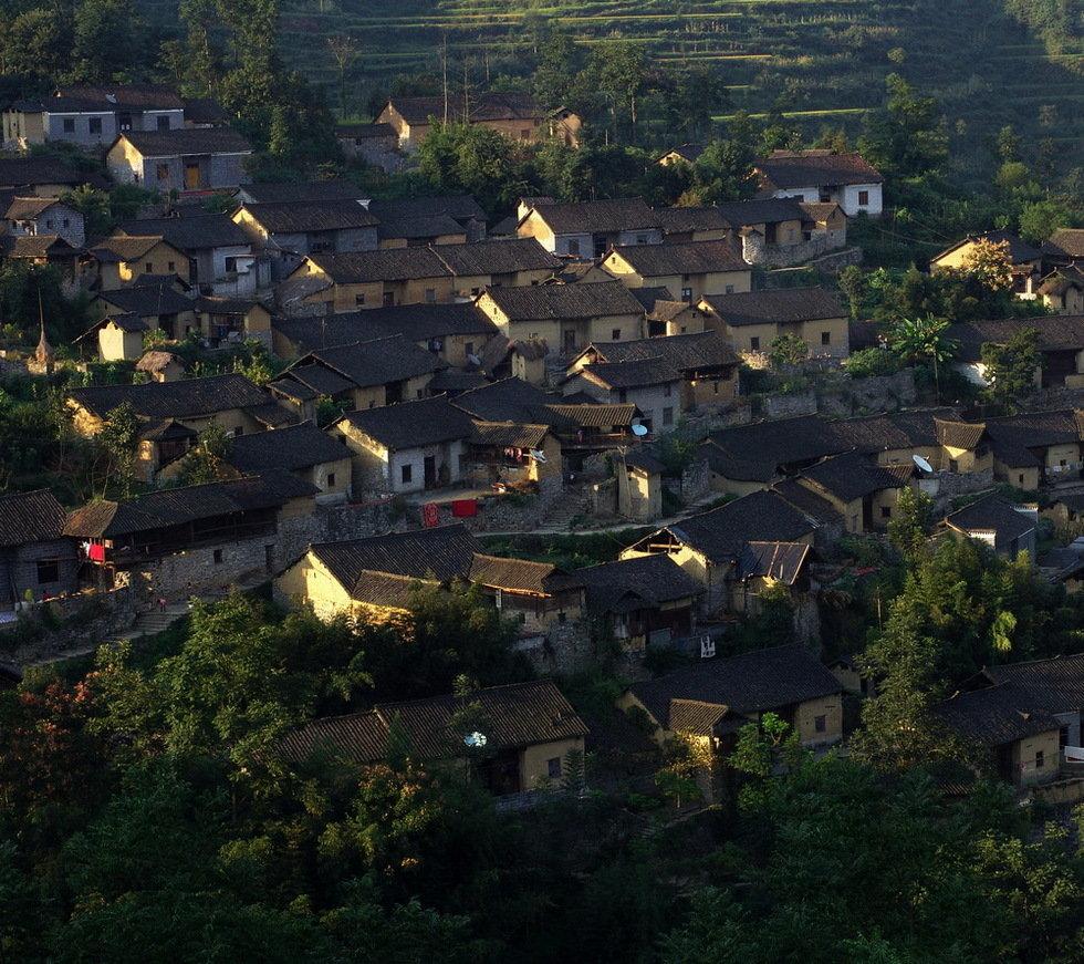 湘西古村落(组)-张瑾-图6:湘西苗族土砖建筑