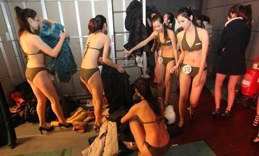 1658偷拍人体_组图:艺考女生更衣被偷拍 身体成为考核标准