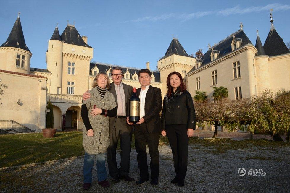 中国富商携儿子乘飞机视察法国葡萄园时失事