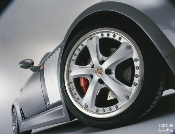 夏季路面温度升高爱车轮胎易爆 做到以下四点