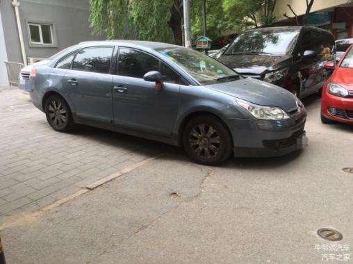 5条停车坏习惯 有一条就可能爆胎 很多人都犯过