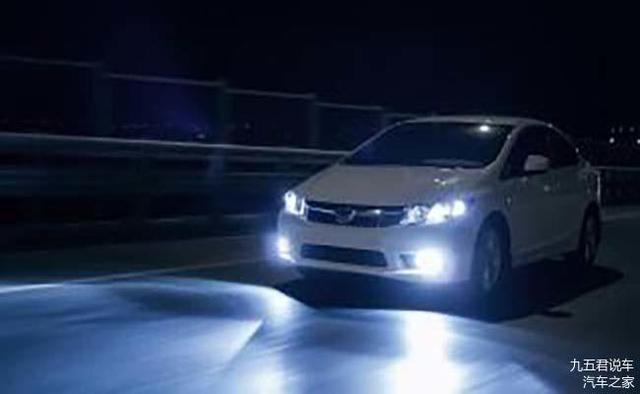 三下雙閃是什么意思 記住汽車燈語 安全又禮讓