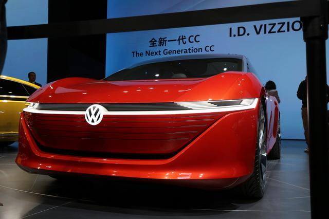 2015對d�y�'��$yi)XZ�_大众电动旗舰轿车 i.d.vizzion概念车亚洲首发