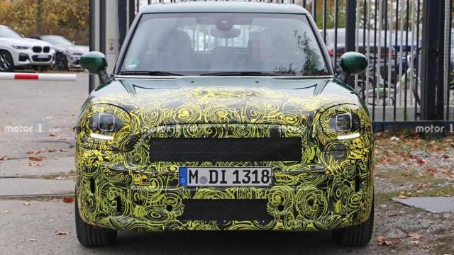 海外媒体曝光了一组改款MINI COUNTRYMAN车型