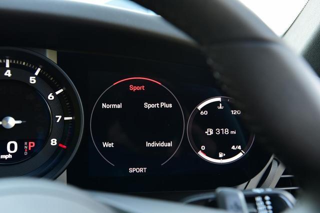 当极致操控遇到前沿科技——新一代保时捷911 vs 奥迪R8