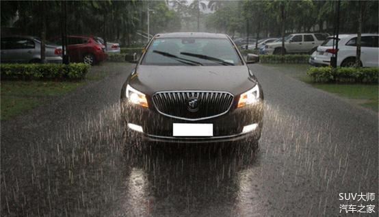 暴雨天开车要注意什么 做好这4点 安全有保障