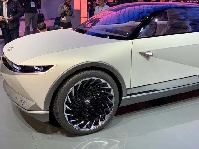 展示未来设计趋势 现代45概念车亮相法兰克福车展