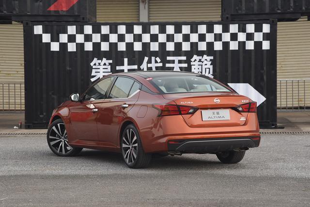 既好開又舒適 四款動力出色中型車推薦