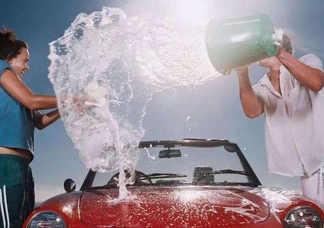 暴晒暴雨后 到底要不要洗车