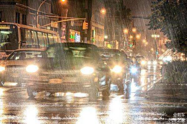 近期多地持续暴雨 这份雨天安全行车提示请查收