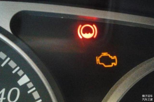儀表盤這個燈亮了 不要著急停車 更不能馬上熄火