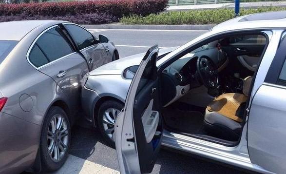 汽车碰撞后 安全气囊的触发条件是什么
