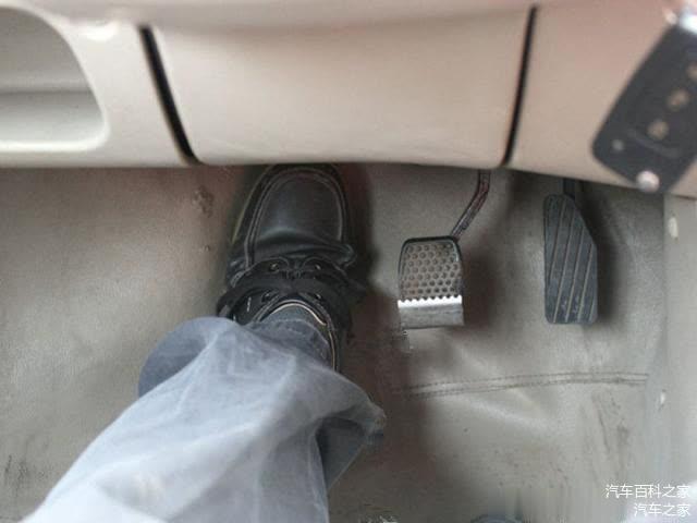 可以踩着离合滑行吗 会对离合器片有损伤吗