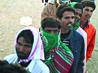 大批利比亚难民持续涌入邻国突尼斯
