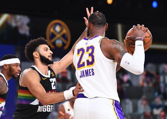 詹姆斯谈头部被打:不希望穆雷被驱逐出场_NBA中国官方网站