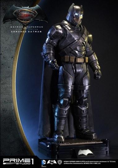 《蝙超》推出1:2超大重甲蝙蝠侠雕像