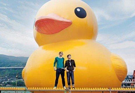 """大黄鸭事件是什么_香港卡通""""大黄鸭""""引30万人围观风之动漫"""