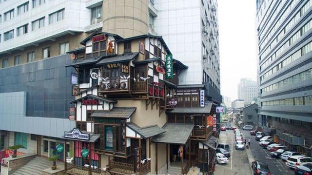 《千与千寻》中的阁楼惊险杭州街头