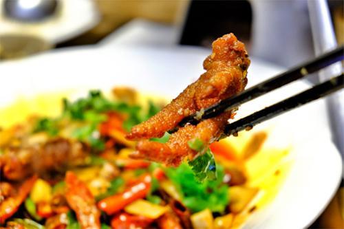 麒麟姜爆新推牛羊铜火锅,在初冬寒风里寻找温暖