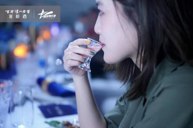 榜样的力量――百年泸州老窖窖龄酒精英俱乐部之夜重庆站荣耀开启