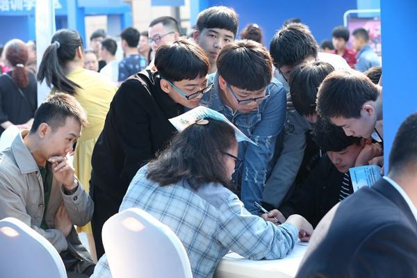 重庆民企招聘周启动 80余场招聘会提供40万个岗位
